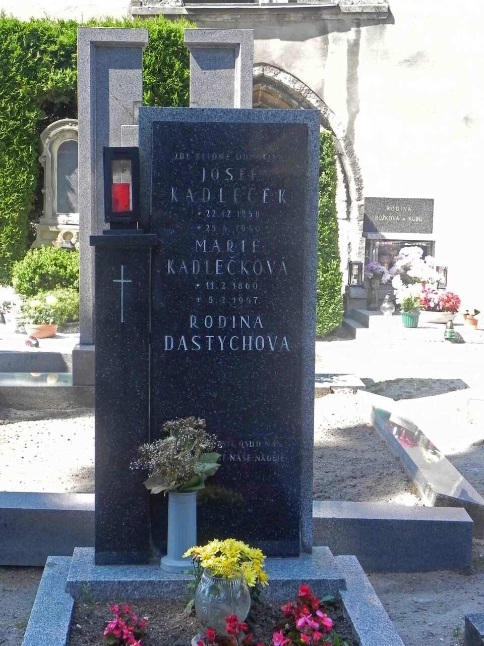 Памятники из гранита образцы к 9 мая памятники на кладбище фото новошахтинск каталог